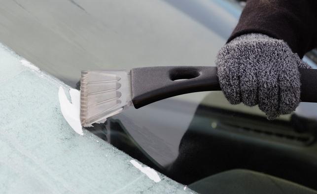 از بین بردن یخ زدگی شیشه خودرو