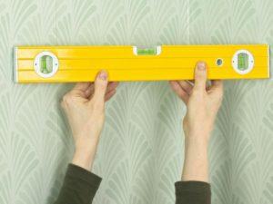 104 300x225 - آموزش جامع و قدم به قدم نصب کاغذ دیواری