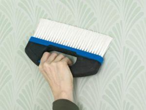 32 300x225 - آموزش جامع و قدم به قدم نصب کاغذ دیواری