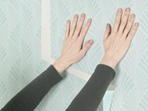53 300x225 - آموزش جامع و قدم به قدم نصب کاغذ دیواری