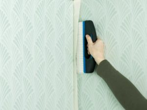 82 300x225 - آموزش جامع و قدم به قدم نصب کاغذ دیواری
